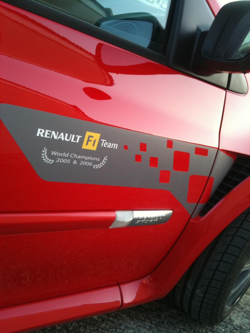 Vends Sticker Renault Replica - Stripping - et autres modeles  Img_0712-2644b84